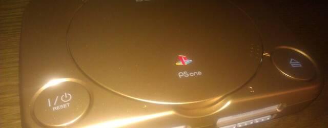 Sony invita al creador de Minecraft a su conferencia del E3 con una PSone dorada