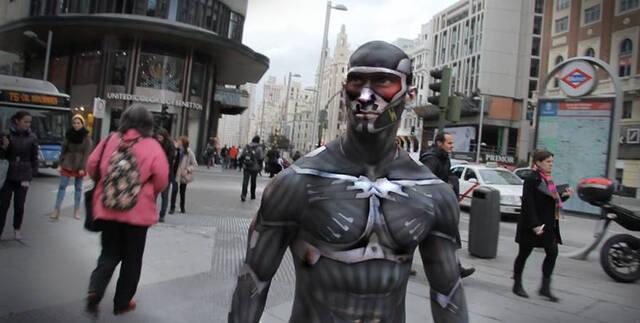 Pintan el cuerpo de un empleado de EA para que parezca que lleva nanotraje