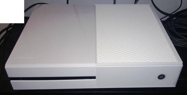 Un kit de desarrollo blanco de Xbox One aparece en la red