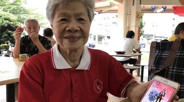 Una mujer de 84 años se hace viral por completar Pokémon GO en Singapur
