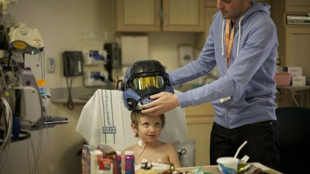 Bungie envía un casco de Halo a un niño hospitalizado