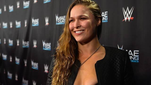 La luchadora Ronda Rousey muestra Xbox One X en la televisión de EE.UU.