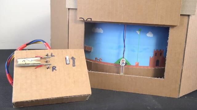 Construyen un Super Mario Bros mecánico de cartón y papel