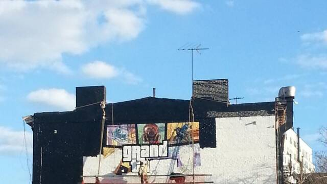 Comienzan a pintar un mural con la portada de Grand Theft Auto V