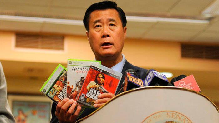 El senador californiano contrario a los videojuegos violentos es acusado de tráfico de armas