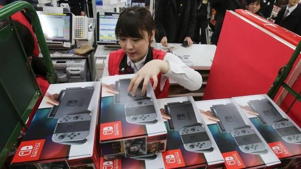 Jugadores comprando Nintendo Switch.