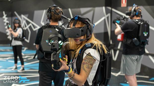 Mujer jugando a Far Cry VR: Dive into insanity.