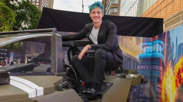 El popular streamer Ninja subido al Warthog de Halo Infinite.
