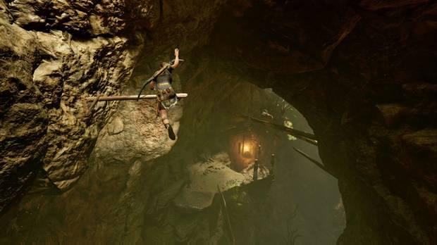 Shadow of the Tomb Raider - La ciudad oculta: salta y escala para llegar abajo