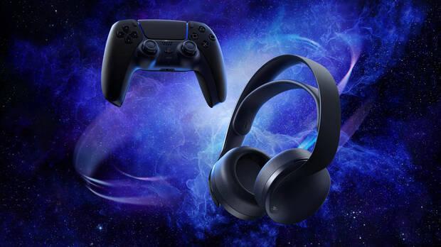 Nuevos auriculares Pulse 3D Midnight Black junto al DualSense negro.