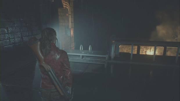 Resident Evil 2 Remake - Encuentra las piezas del panel eléctrico: Baja por la escalera del balcón