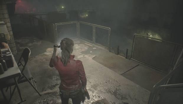 Resident Evil 2 Remake - Encuentra los enchufes: Baja las escaleras