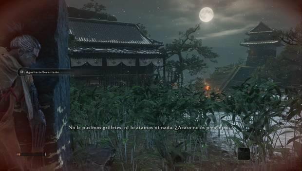Sekiro - Embalse de Ashina: el protagonista acecha desde la esquina