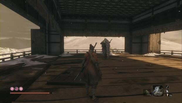 Sekiro - Regreso al Castillo Ashina: el Búho, maestro de Sekiro, en el tejado del castillo