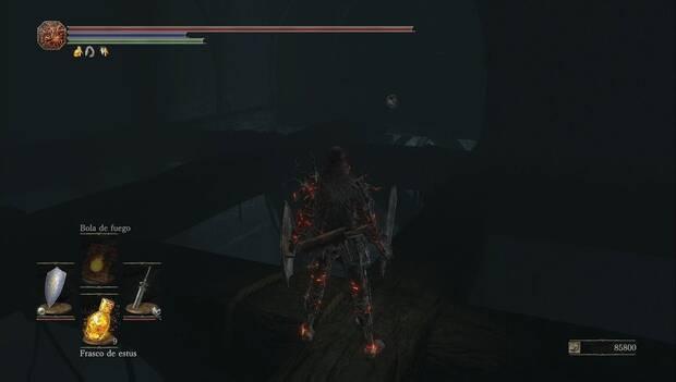 Dark Souls III - Irithyll del Valle Boreal: enemigo invisible en las vigas del sótano