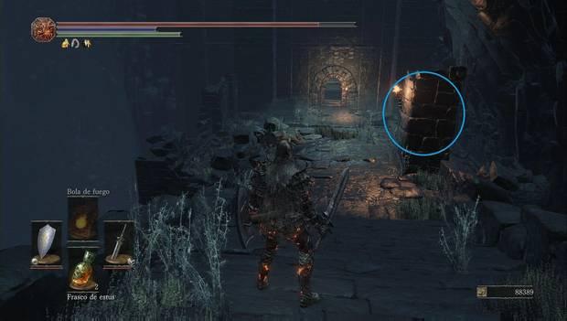 Dark souls III - Mazmorra de Irithyll: enemigo esperando tras una columna