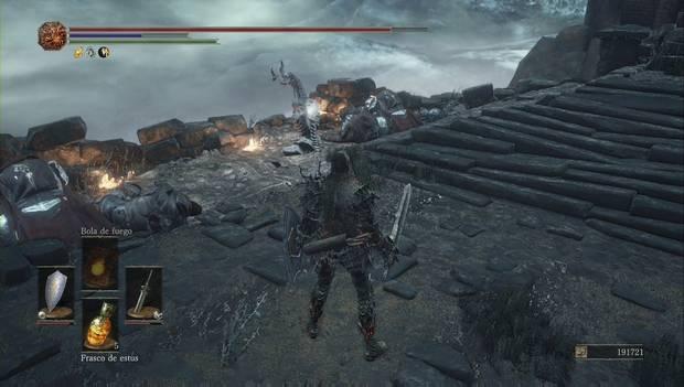 Dark souls III - Mazmorra de Irithyll: estatua del dragón al pie de las escaleras
