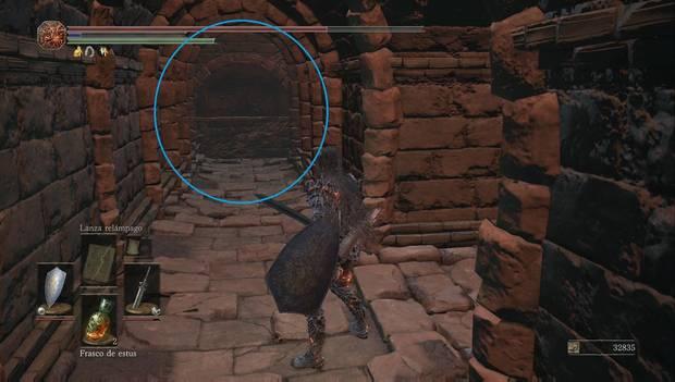 Dark Souls III - Lago ardiente: muro ilusorio al final del pasillo de las gelatinas