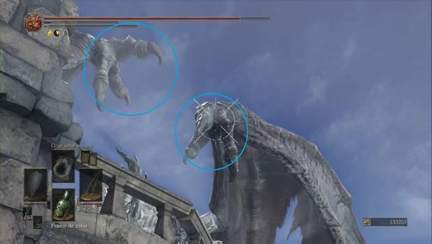Dark Souls 3 - Pico del Archidragón: haces bastante daño al dragón al golpear las garras de las alas