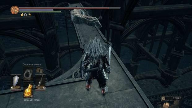 Dark Souls 3 - Gran Archivo: escaleras junto al monstruo hechicero en las vigas