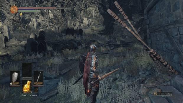 Dark Souls III - Asentamiento de no muertos: Sube por estas escaleras para encontrar más objetos