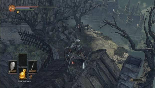 Dark Souls III - Asentamiento de no muertos: El enemigo con la jaula que da vueltas por el acantilado