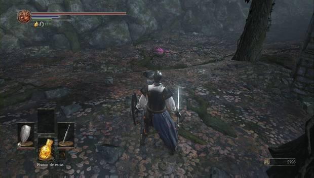Dark Souls III - Camino de los sacrificios: brillo morado junto a la torre del pantano