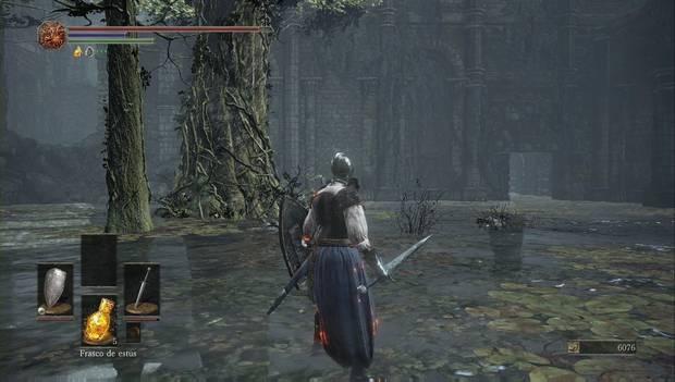 Dark Souls III - camino de los sacrificios: puerta en el edificio de la orilla del pantano