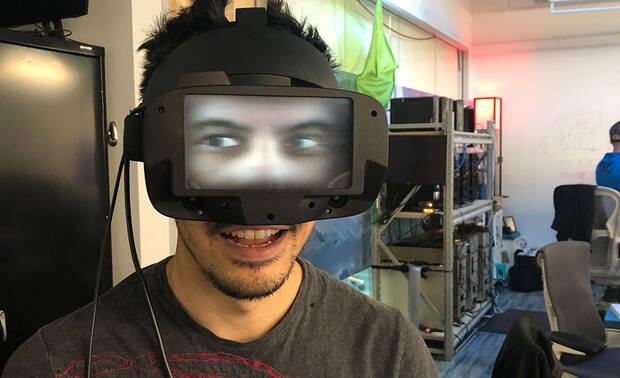 Primer prototipo de gafas VR que proyectan los ojos.