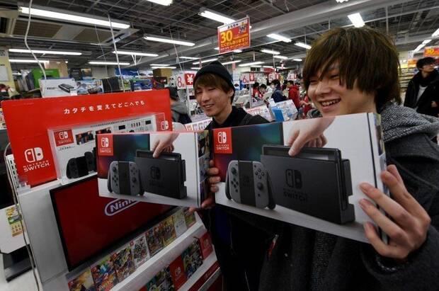 Tienda vendiendo Nintendo Switch.