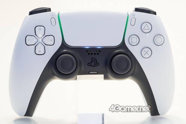 La luz del DualSense, el mando de PS5, indicar