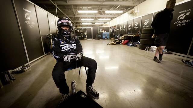 Los pilotos de GT Academy suben al podio en las 24 horas de Dubái