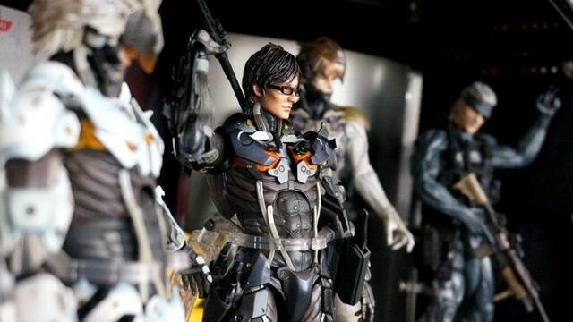 Square Enix regala a Hideo Kojima una figura especial de Raiden