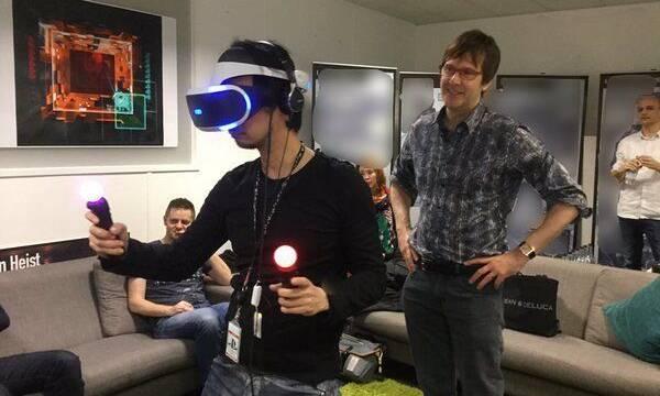 Hideo Kojima visita Media Molecule y prueba PlayStation VR