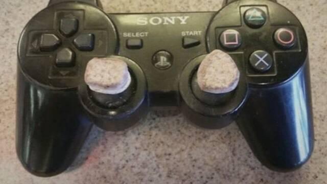 Alguien intentó vender en GameStop un DualShock 3 con piedras en los sticks