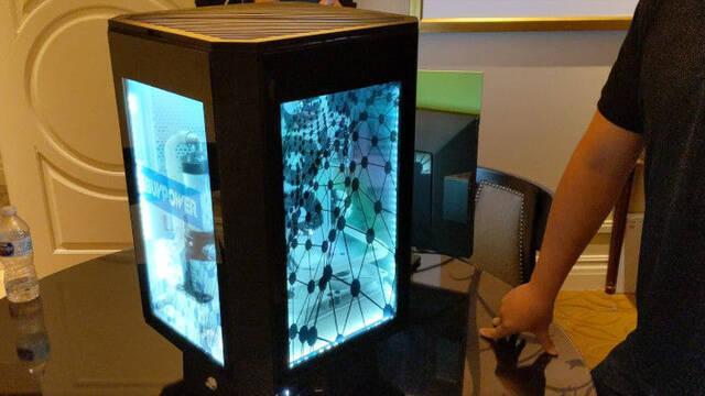 Así es el impresionante PC giratorio Snowblind x4 con cuatro pantallas LCD