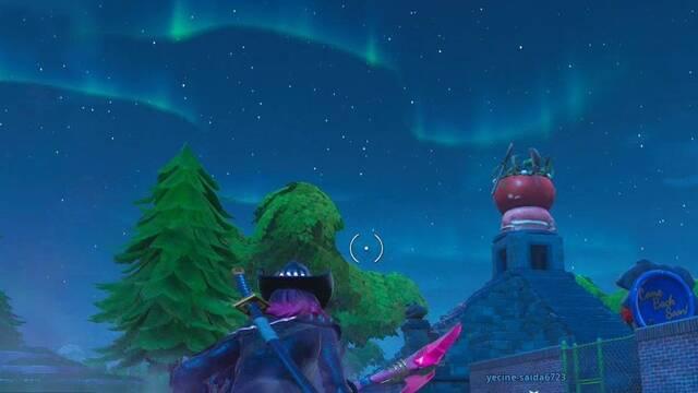 Desafío Fortnite: Busca entre un hombre de roca gigante, un tomate coronado y un árbol cercado