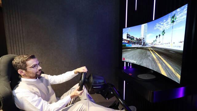 LG presenta su panel flexible para jugar