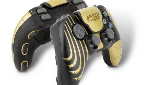 Nobilis presenta el mando oficial de Pro Evolution Soccer para PS2