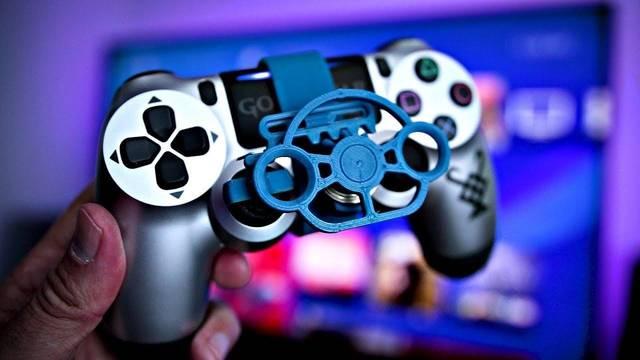 Crean unos mini volantes de plástico para los mandos de PS4 y Xbox One
