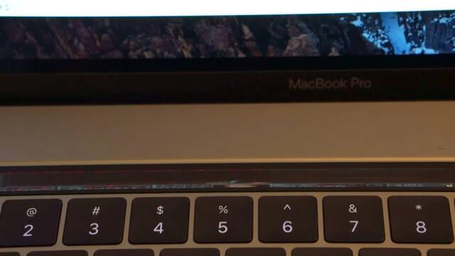 Consiguen hacer funcionar el DOOM original en la Touch Bar de los nuevos MacBook Pro
