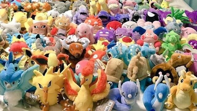 Se gasta 1400 euros para tener peluches de los 151 Pokémon originales