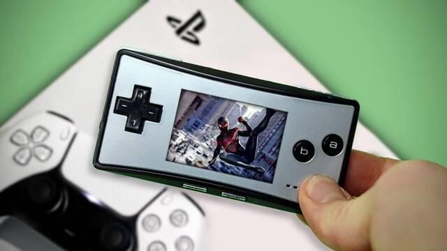 Juegan a PS5 en una Game Boy Micro