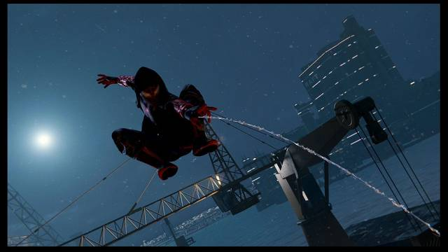 Avanzando entre el ruido al 100% en Spider-Man: Miles Morales