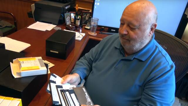Al Lowe, creador de Leisure Suit Larry, vende su archivo en eBay