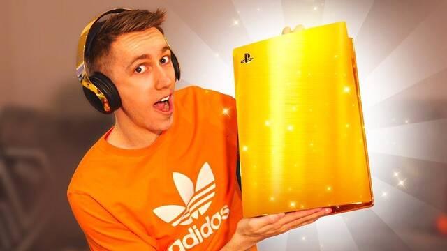 Youtuber y la PS5 de oro