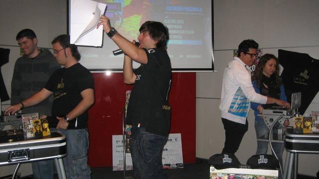 Crónica: Un joven sevillano gana el primer campeonato nacional de DJ Hero