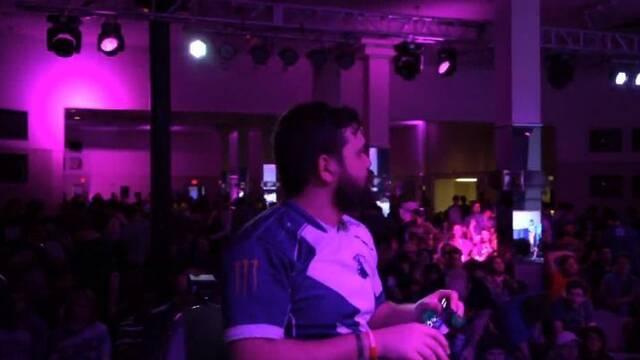 Arrojan un cangrejo a un jugador profesional de Super Smash Bros. Melee