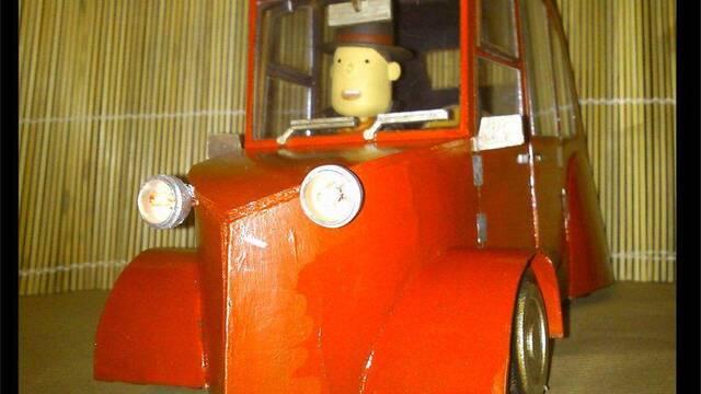 Un español fabrica un coche teledirigido del Profesor Layton