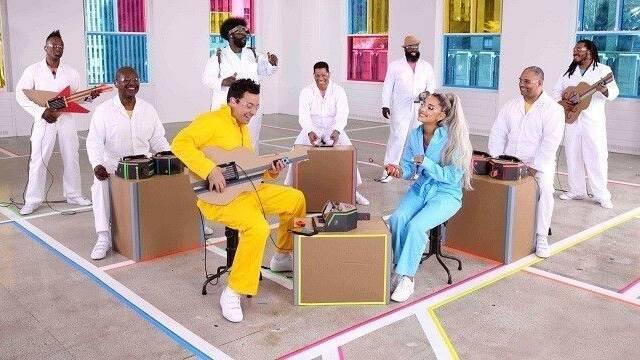 Ariana Grande da un concierto usando Nintendo Labo como instrumentos